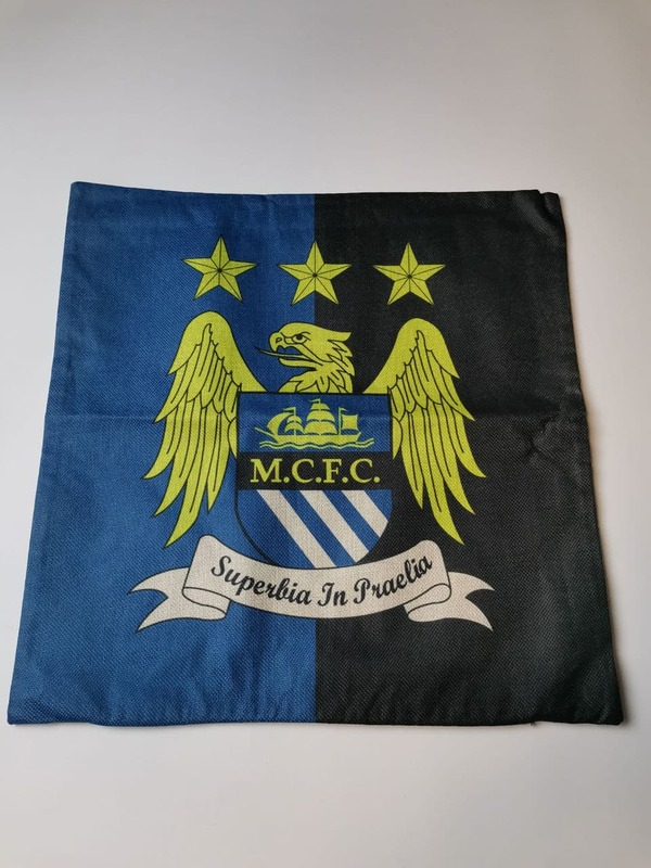 Наволочка на подушку синяя с эмблемой Манчестер Сити