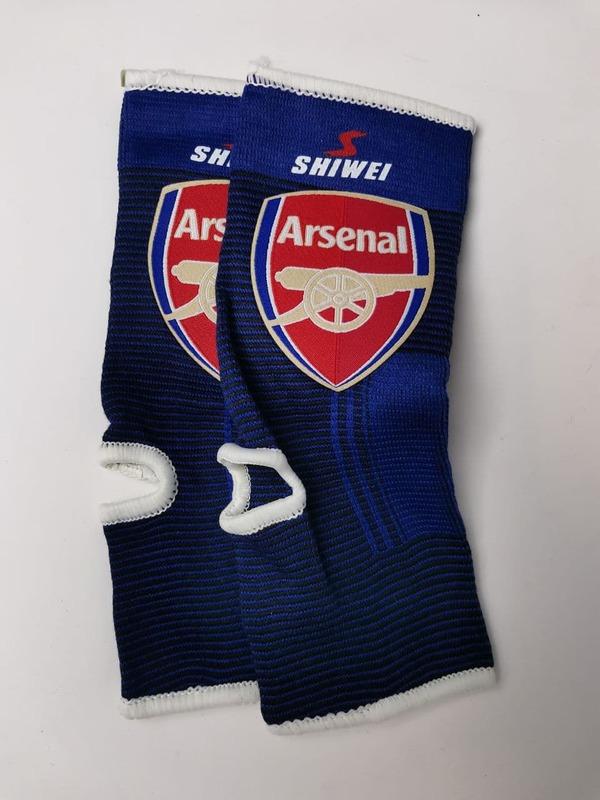 Футбольные бандажи на голень Арсенал