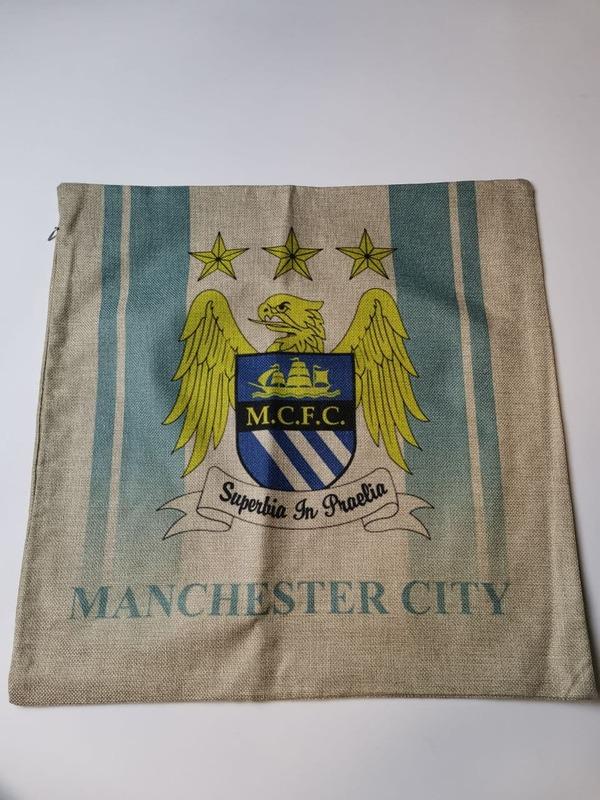 Манчестер Сити наволочка на подушку бело-голубая с эмблемой